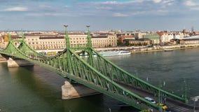 Движение на мосте свободы в Будапеште видеоматериал