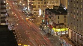 Движение на ноче на восьмом Ave сток-видео