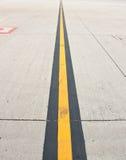 Движение на дороге авиапорта стоковые фото