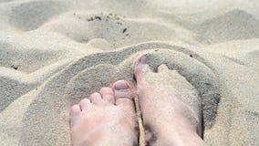 Движение ноги в песке сток-видео