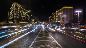 Движение ночи на городских магистрали и транспортной развязке Стоковое Фото