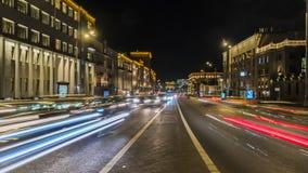 Движение ночи на городских магистрали и транспортной развязке Стоковые Изображения RF