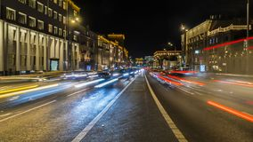 Движение ночи на городских магистрали и транспортной развязке Стоковое Изображение RF