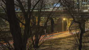 Движение ночи на городском променаде Стоковые Фотографии RF