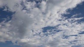 Движение облаков промежутка времени акции видеоматериалы
