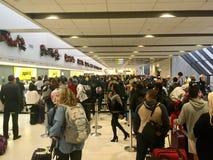 Движение пассажиров аэропорта занятое стоковая фотография