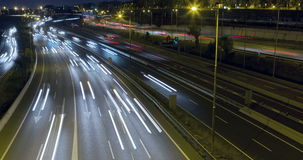 Движение промежутка времени сцены ночи входа и выхода Барселоны Промежуток времени - долгая выдержка - 4K акции видеоматериалы