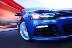 движение роскоши автомобиля