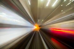 Движение скорости в городском тоннеле дороги шоссе Стоковое Изображение RF