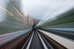 Движение скорости в городском тоннеле дороги шоссе Стоковые Изображения