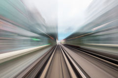 Движение скорости в городском тоннеле дороги шоссе Стоковое Изображение