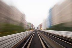 Движение скорости в городском тоннеле дороги шоссе Стоковые Фото