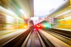 Движение скорости в городском тоннеле дороги шоссе Стоковая Фотография