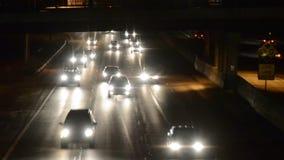 Движение скоростного шоссе на ноче видеоматериал