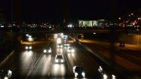 Движение скоростного шоссе на ноче акции видеоматериалы