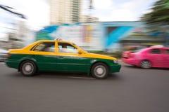 движение таксомотора города быстрое Стоковая Фотография
