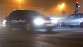 Движение тумана дороги автомобиля акции видеоматериалы