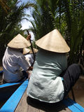 Движение шлюпки в канале реки mekong стоковые фото