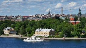 Движение шлюпки в центральном Стокгольме акции видеоматериалы