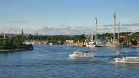 Движение шлюпки в центральном Стокгольме видеоматериал