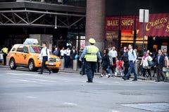 ДВИЖЕНИЕ NYPD СРАЗУ НА МАНХАТТАНЕ NYC Стоковая Фотография RF