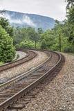 Двойная кривая железнодорожных путей стоковые изображения rf