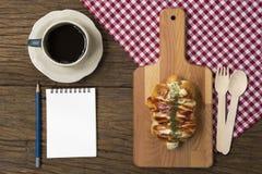 Двойная плюшка сосиски сыра Стоковое Фото