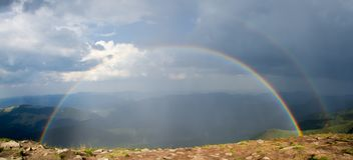Двойная радуга в горах Стоковое фото RF