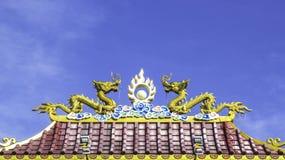Двойная статуя дракона на крыше Стоковое фото RF