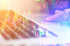 Двойная экспозиция бизнесмена высчитывая информацию с Стоковое Изображение RF