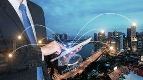 Двойная экспозиция бизнесмена используя цифровой ПК таблетки Стоковые Фото