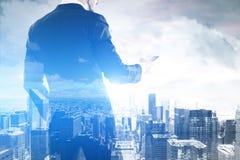 Двойная экспозиция бизнесмена и города Стоковое Изображение RF