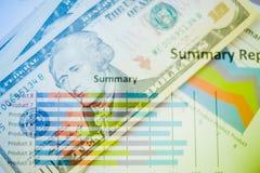 Двойная экспозиция диаграммы и долларов банкнот Стоковые Изображения RF