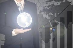 Двойная экспозиция мира на руке бизнесмена на финансовом gr Стоковое Фото