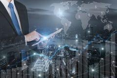 Двойная экспозиция профессионального бизнесмена соединяет интернет Стоковая Фотография RF