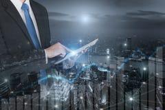 Двойная экспозиция профессионального бизнесмена соединяет интернет Стоковые Фото