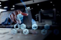 Двойная экспозиция руки бизнесмена работая с компьютером Стоковое Фото