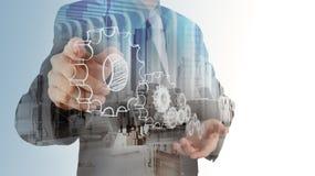 Двойная экспозиция руки бизнесмена рисует шестерню стоковое фото rf