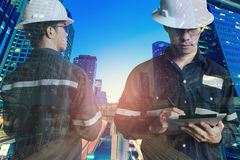 Двойная экспозиция человека инженера или архитектуры в работая shir Стоковое фото RF