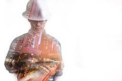 Двойная экспозиция человека инженера или архитектуры в работая shir Стоковое Фото