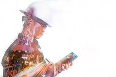 Двойная экспозиция человека инженера или архитектуры в работая shir Стоковое Изображение RF