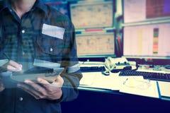 Двойная экспозиция человека инженера или техника в работая рубашке Стоковые Изображения RF
