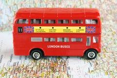 двойник иконический london decker шины стоковые фотографии rf