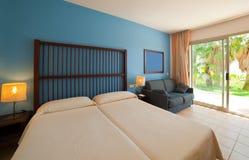 двойник спальни кровати стоковая фотография
