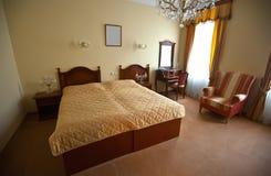 двойник спальни кровати стоковое изображение rf