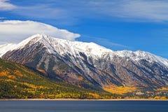 Двойной ландшафт осени озер Стоковые Фото