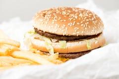 Двойной бургер от McDonalds стоковая фотография