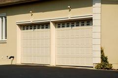 двойной гараж стоковое изображение rf