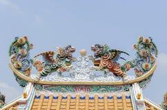 Двойной лев летания на крыше в китайском стиле Стоковые Изображения RF