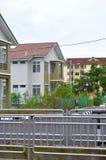 Двойной дом этажа в новом имуществе стоковое фото